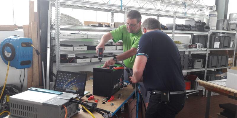 Andreas Irmer und Michael Pacher beim Testen