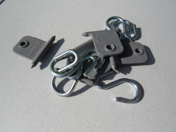 praktische Haken zum Einhängen in die Kederschine der Markise